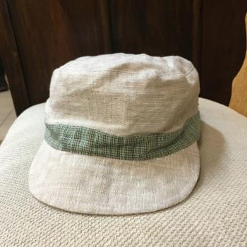 Lawn hat with beak